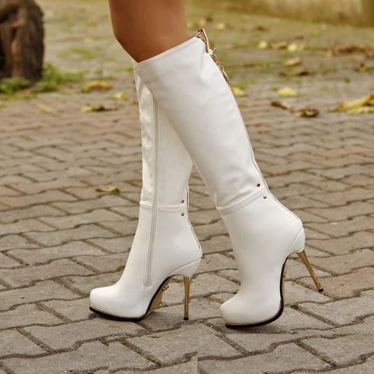 beyaz çizme giymek