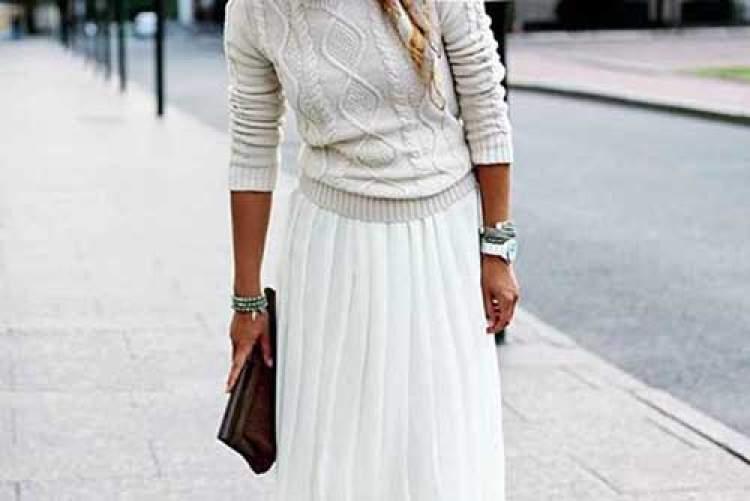 beyaz etek giydiğini görmek