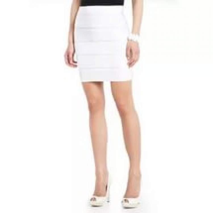 beyaz etek giymek