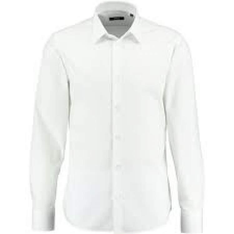 beyaz gömlek giymek