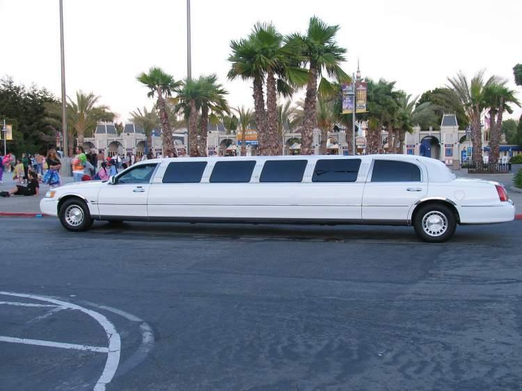 beyaz limuzin görmek