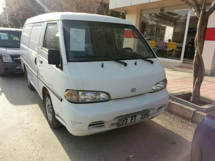 beyaz minibüs görmek