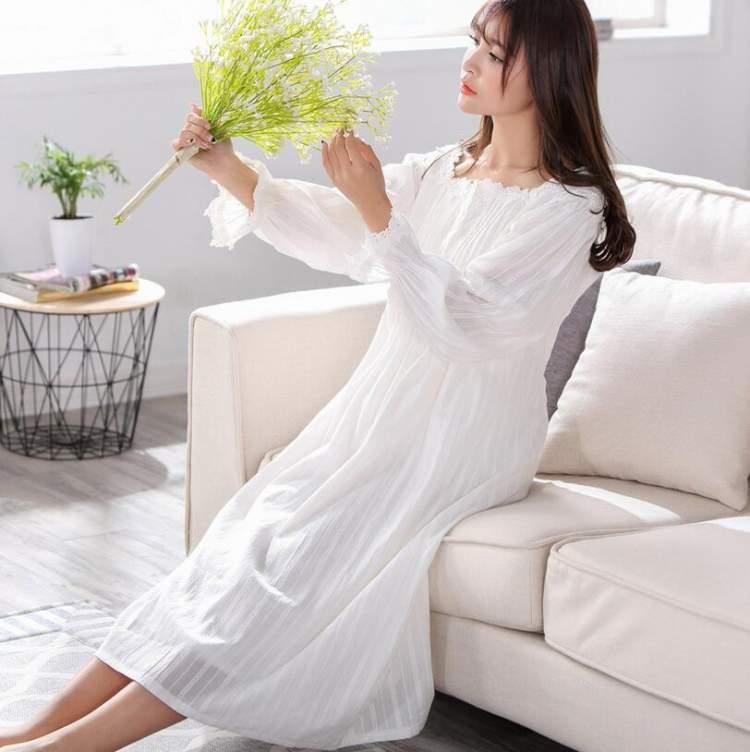 beyaz sabahlık giymek