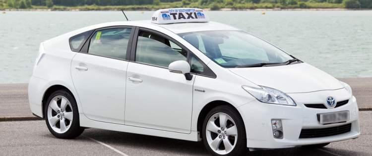 beyaz taksiye binmek