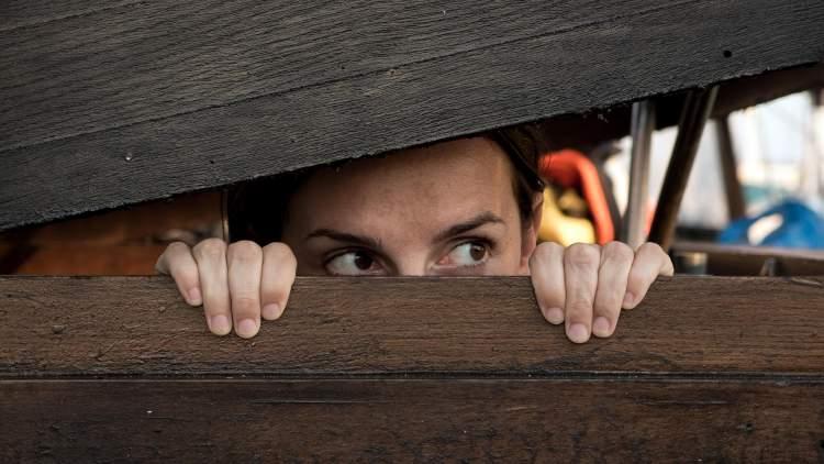 birinden kaçmak saklanmak