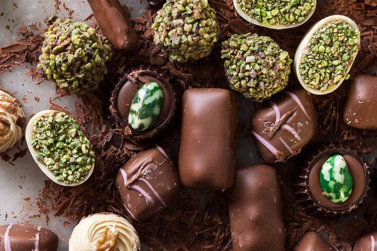 birine çikolata vermek