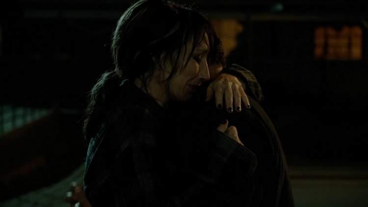 birine sarılıp ağlamak