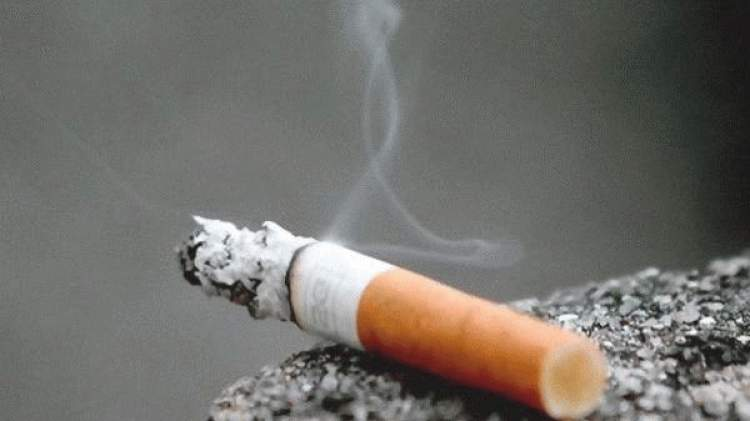 birine sigara vermek