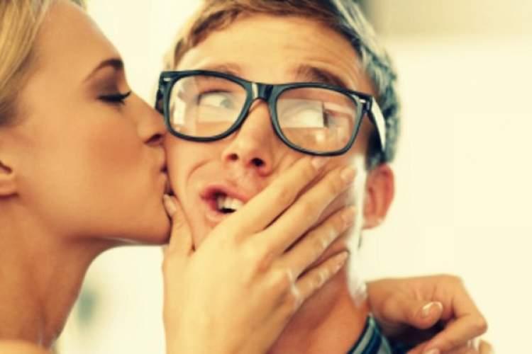 birini öpmek