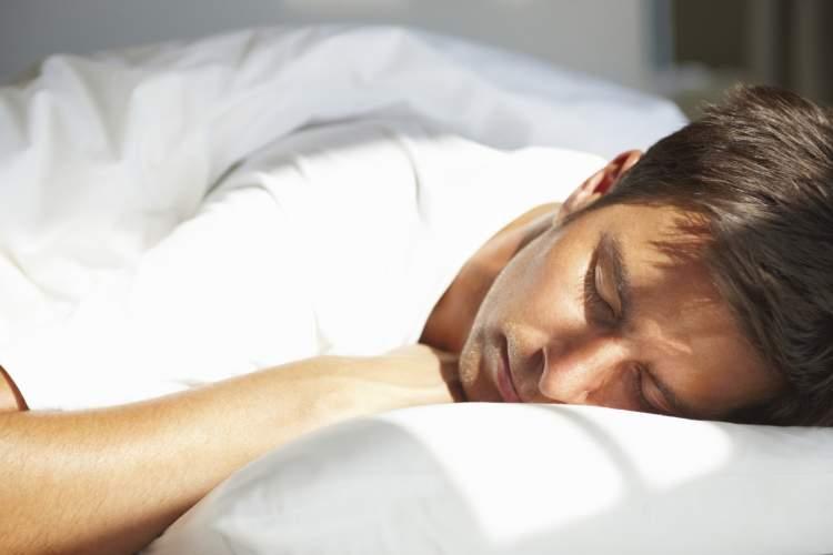 birini uyurken görmek