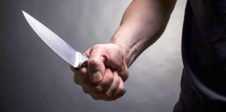 birinin bıçaklandığını görmek