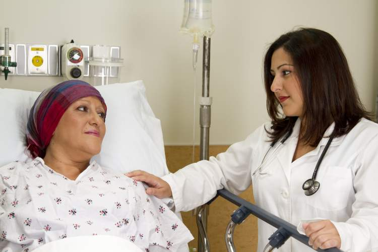 birinin kanser olduğunu görmek