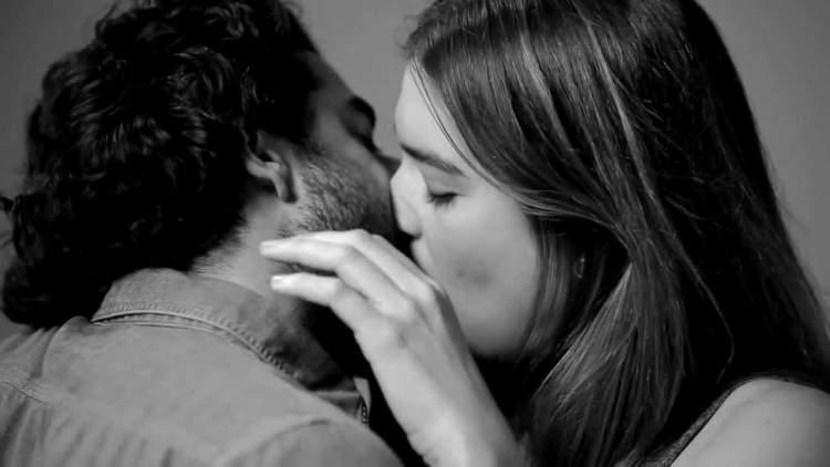 birisiyle öpüşmek