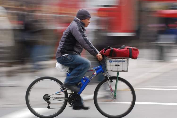 Rüyada Bisikletle Birini Aramak