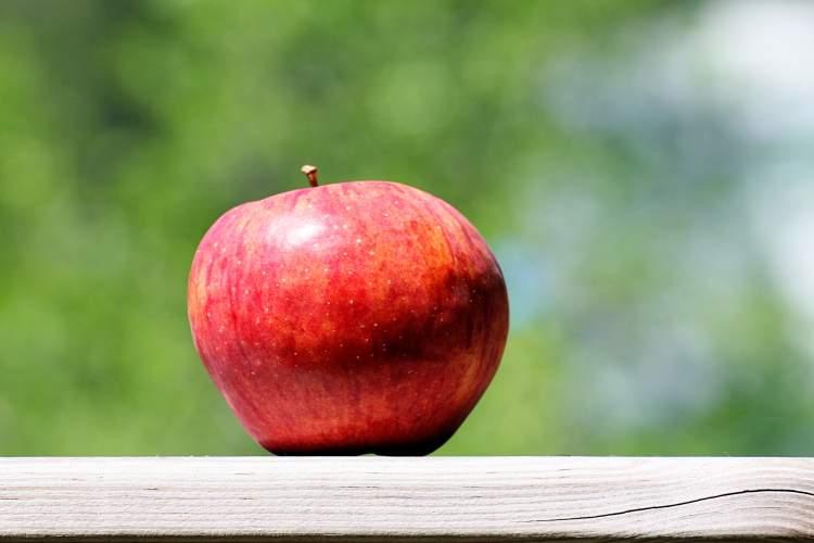 büyük kırmızı elma görmek