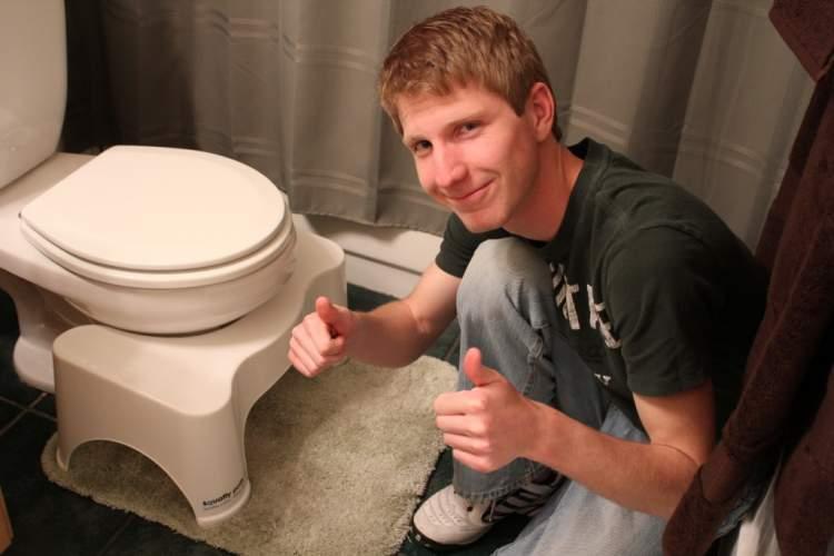 büyük tuvaletini altına yapmak