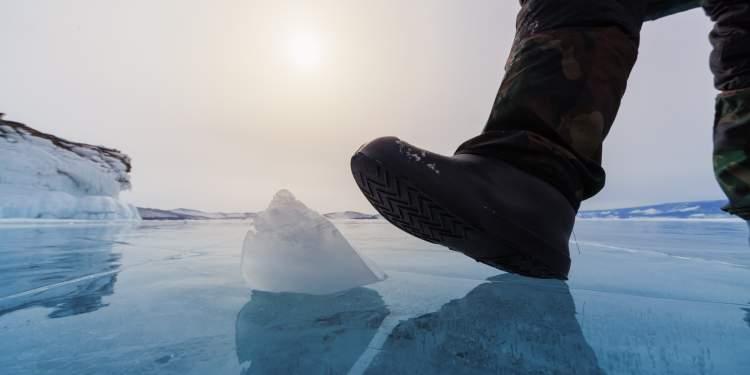 Rüyada Buz Üstünde Yürümek