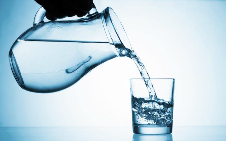 cam bardaktan su içmek