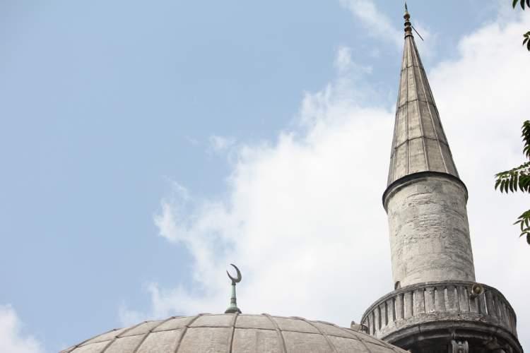 cami minaresinin düştüğünü görmek
