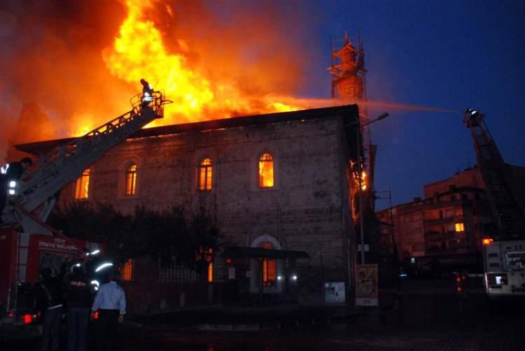 cami yandığını görmek