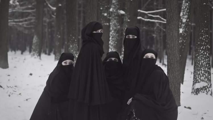 çarşaflı kadınlar görmek