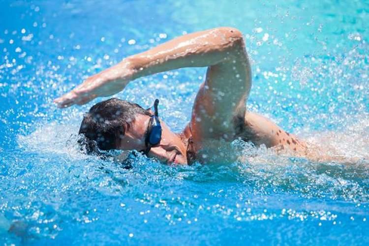 Rüyada Çıplak Yüzmek