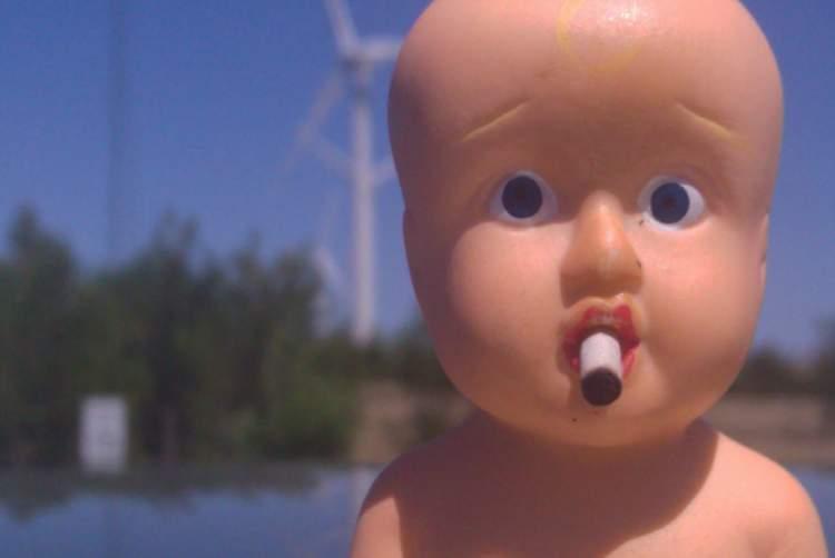 çocuğunu sigara içerken görmek