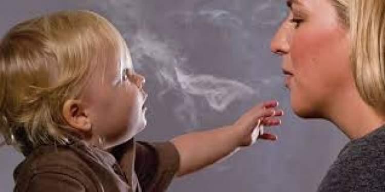 çocuğunun sigara içtiğini görmek