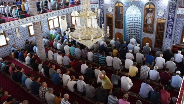 cuma namazı için camiye gitmek