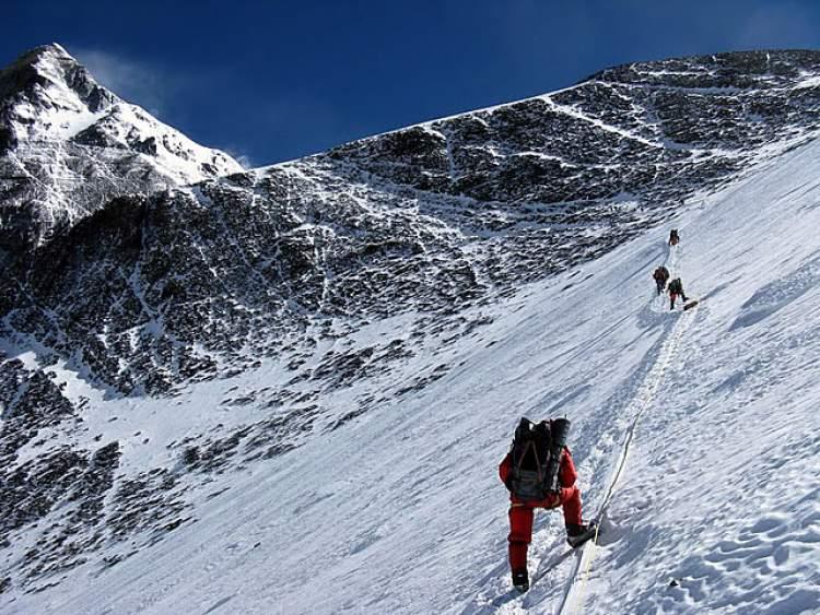 dağın zirvesine çıkmak