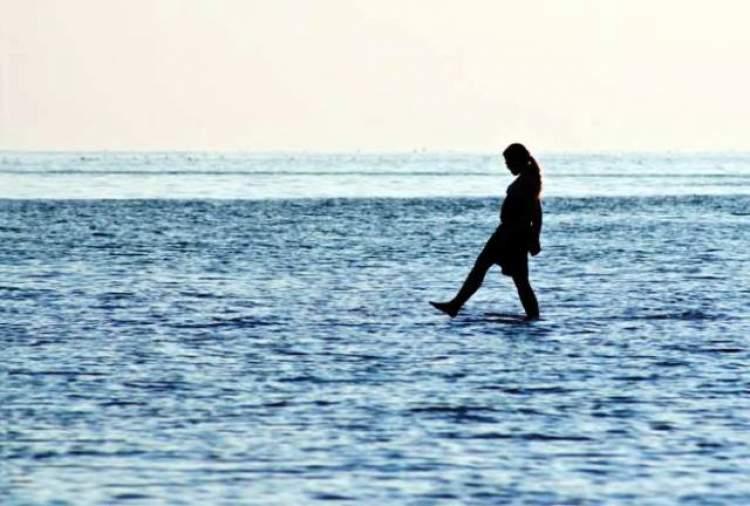 Rüyada Denizde Yürümek