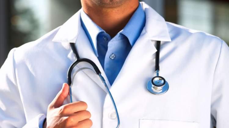 doktor önlüğü görmek