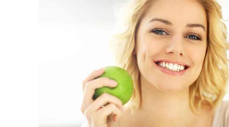 ekşi elma yemek