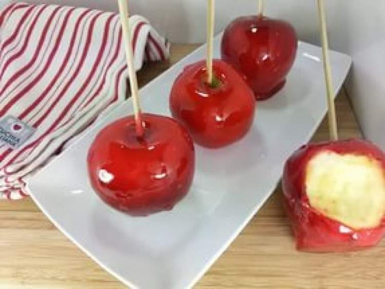elma şekeri yemek