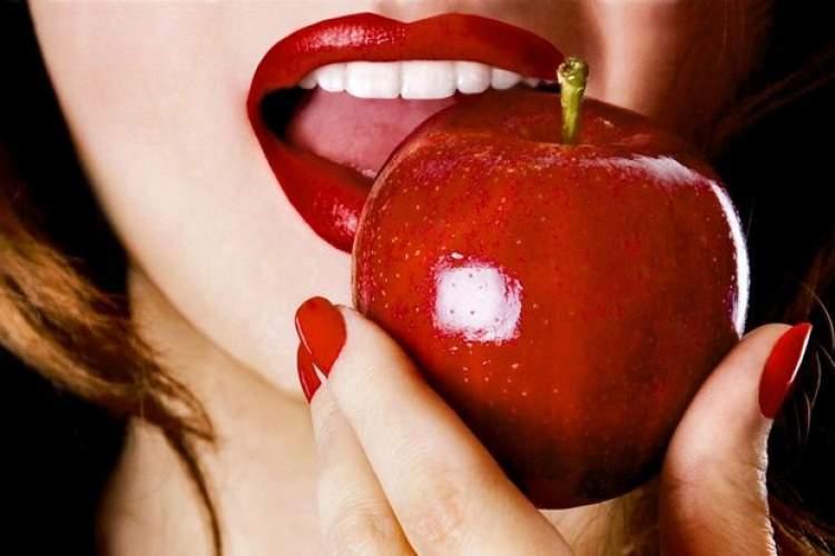 elma yemek görmek