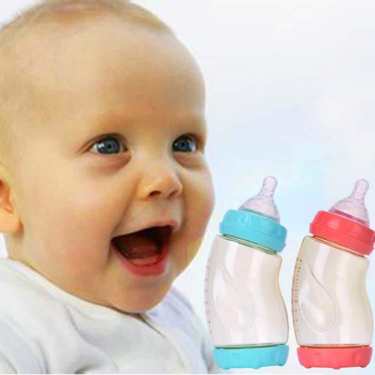 erkek bebek emzirdiğini görmek