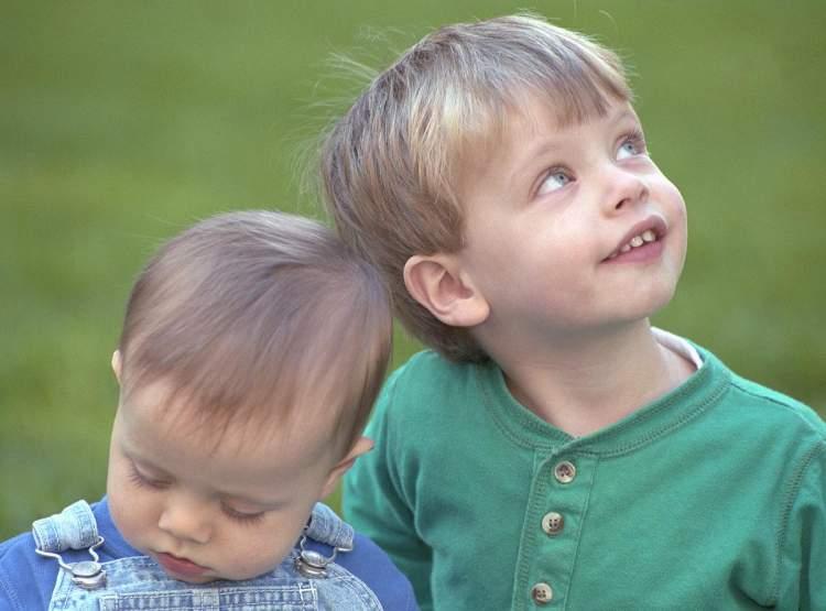 erkek bebek kardeş görmek