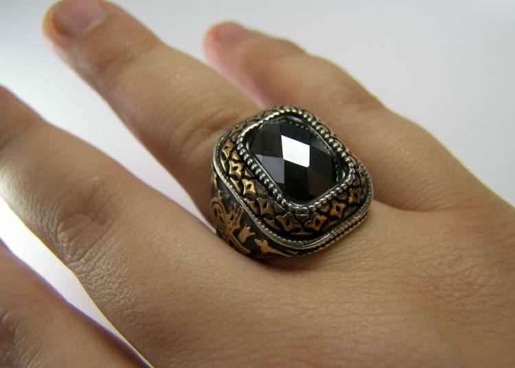 erkek yüzüğü görmek