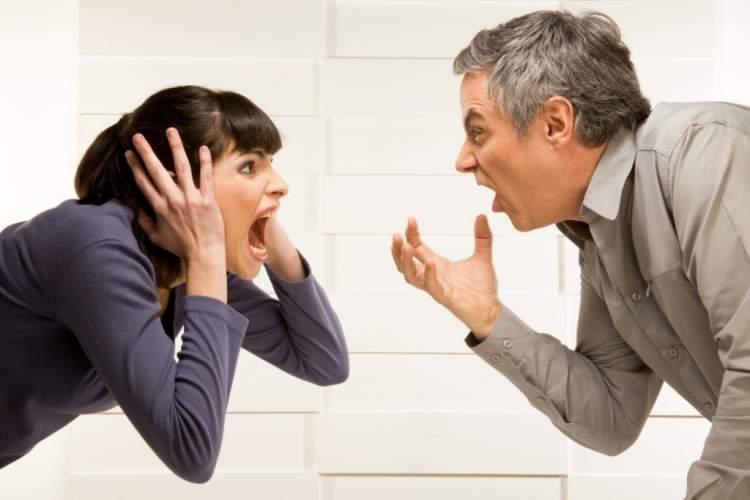 eşine bağırmak