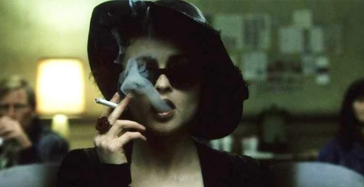 eşini sigara içerken görmek