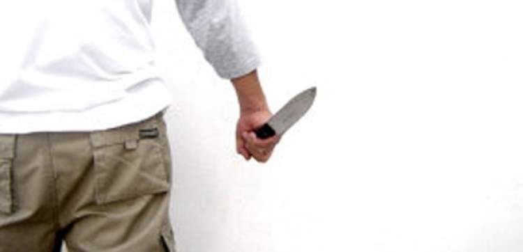 eşinin bıçaklandığını görmek