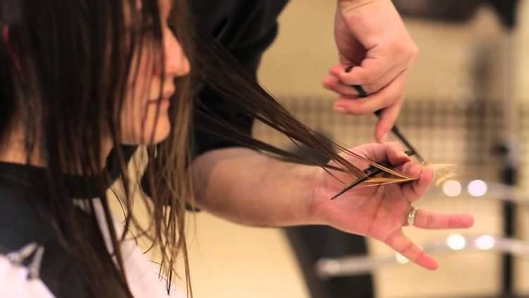 eşinin saçını kestirdiğini görmek