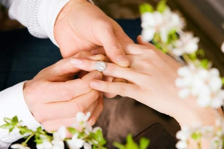 eşiyle nişanlanmak
