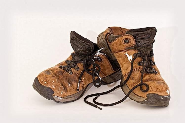 eski ayakkabı giymek