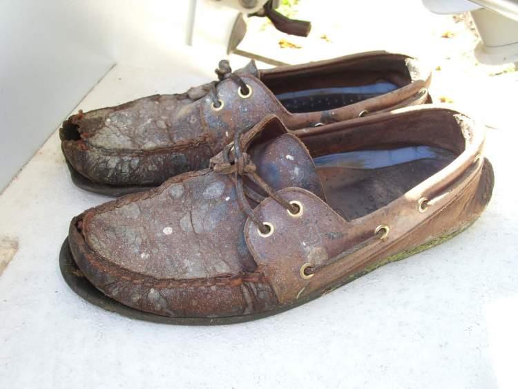 eski ayakkabı görmek