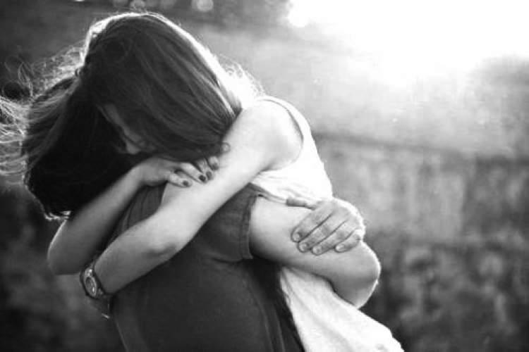 eski bir arkadaşa sarılmak