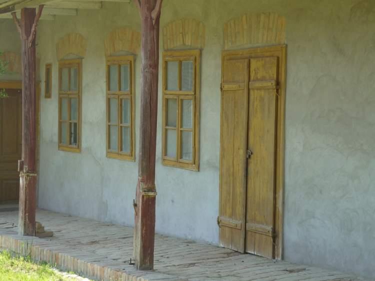 eski ev kapısı görmek