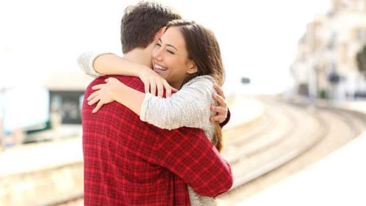 eski sevgili ile sarılmak