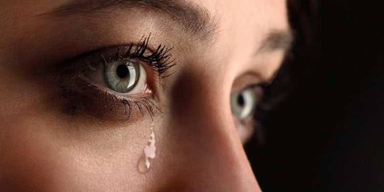 eski sevgilinin ağladığını görmek