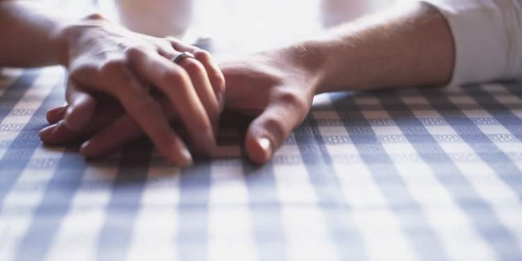 eski sevgilinin elini tutması